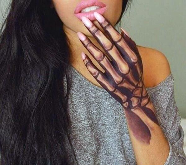 A killer 3d tattoo design on hand for girls and women