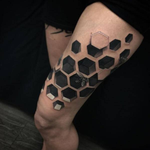 A mind blowing 3D tattoo design on thigh for Girls