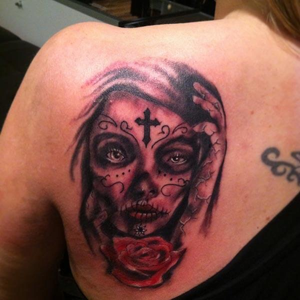 A mesmerizing day of the dead tattoo design on back shoulder for women