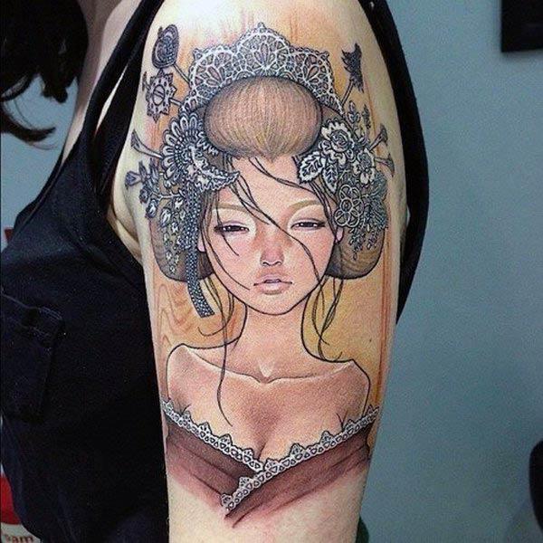 Oko chytľavé japonské tetovanie stojí na ramenách pre ženy