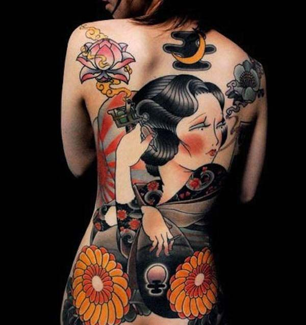 Japanilainen tatuointi leukaputkesta naisille